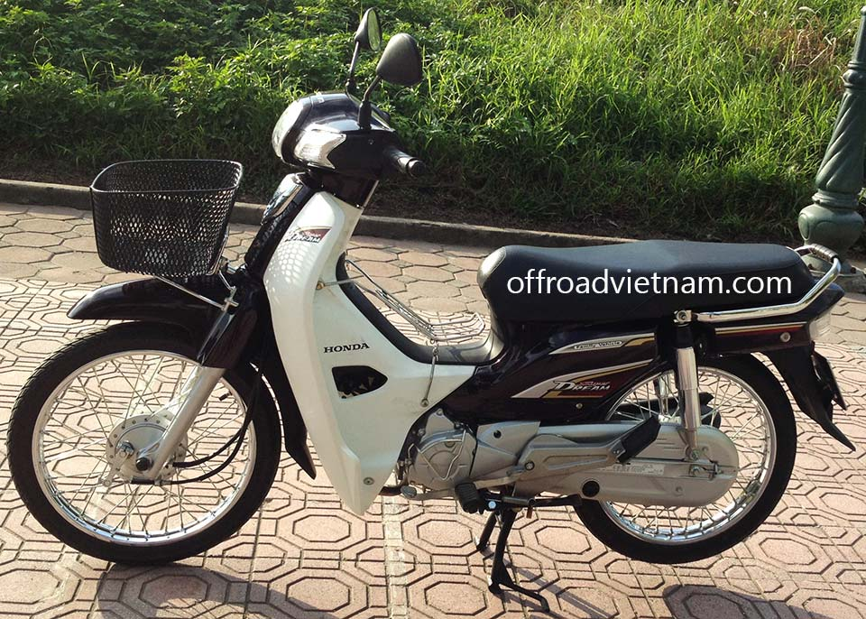 Offroad Vietnam Scooter Rental - 2014 Honda Super Dream 110cc Rental In Hanoi. 2014 Honda Super Dream 110cc for rent In Hanoi, Brown color, drum brakes and front basket.